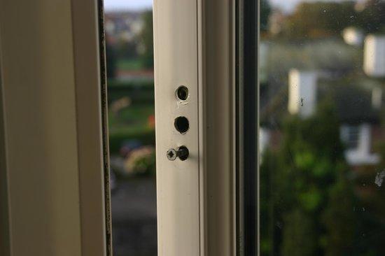 Trecarn Hotel : Window  no handle