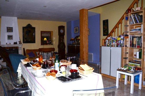 La Ferme aux Chats: salle à manger/ salon