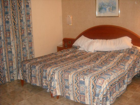 Bahia del Sol Hotel : our room big but basic