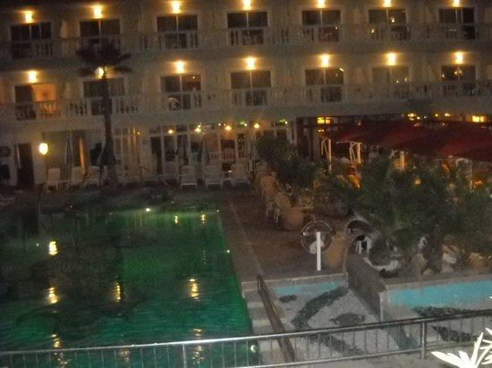 Bahia del Sol Hotel : pool at night