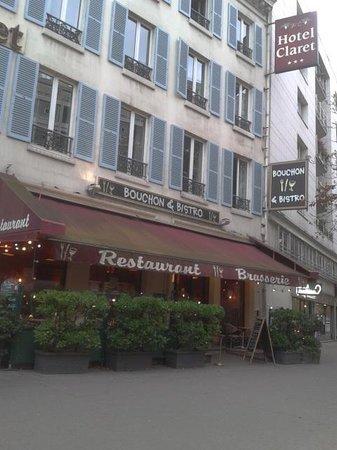 Claret Hotel: Outside