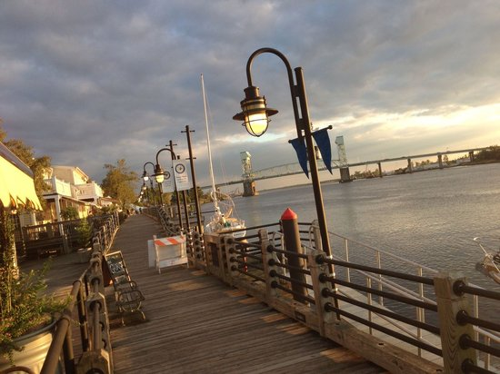 The George on the Riverwalk : Dinner at sunset on the Cape Fear River