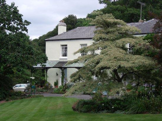 Rosemoor House Apartments: Magnolia's veranda