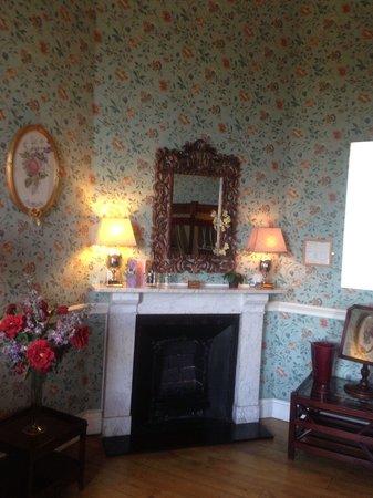 Castle Durrow : The Miss Syrah room