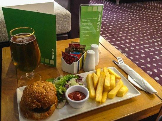 Holiday Inn Express Hemel Hempstead: Restaurant example