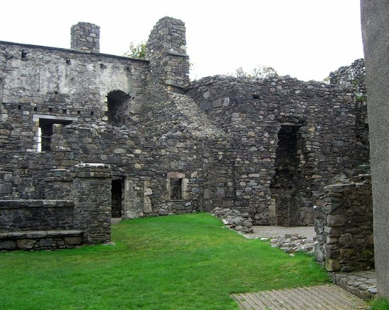 Dunstaffnage Castle & Chapel: DUNSTAFFNAGE CASTLE