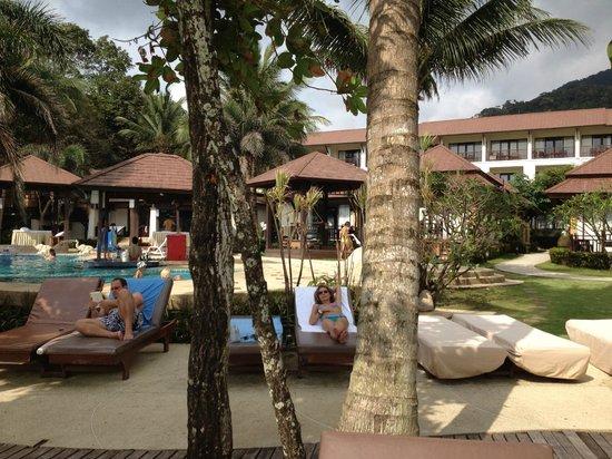Kacha Resort & Spa, Koh Chang: Liegebereich, Pool