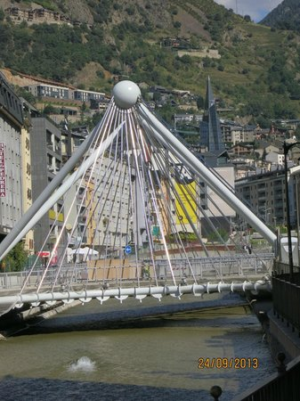 Magic Andorra Hotel: Vista del Rio VALIRA y Caldas INUU desde el HOTEL
