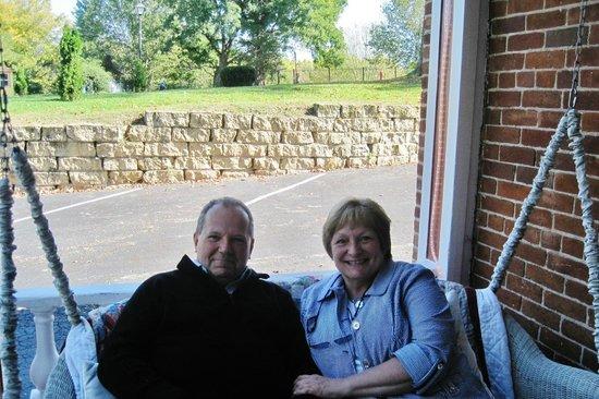 Bernadine's Stillman Inn : Porch swing with pillows & comforters - great idea!