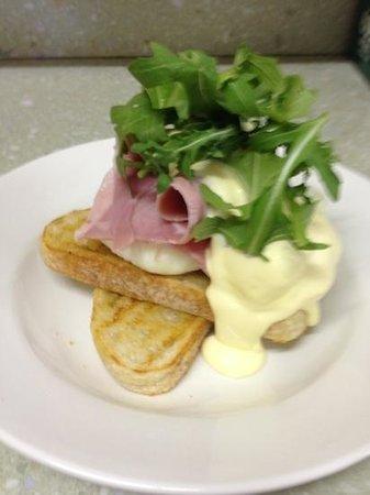 eggs benedict at the bridport cafe