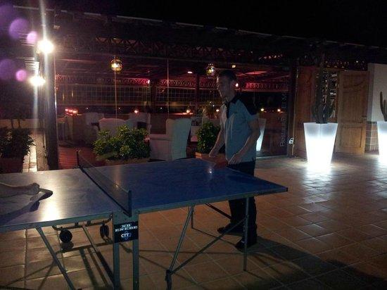 H10 Gran Tinerfe: ping pong at night :)