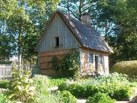 Annapolis Royal Historic Gardens: The Acadian Cottage and garden