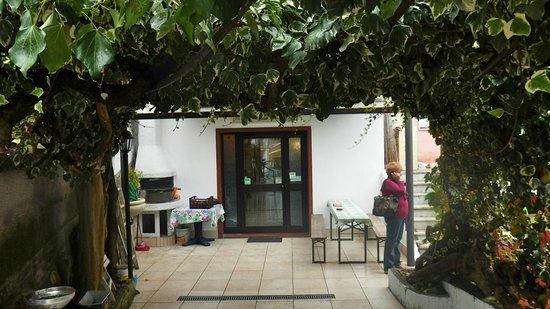 La Romana : terrazzino con bellissimo pergolato  per pranzi all'aperto