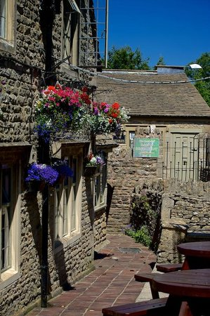 The Lamb Inn: Entrance to the Lamb