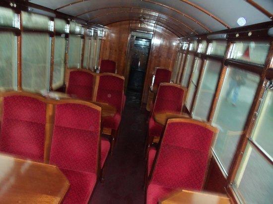 Snowdon Mountain Railway : interior of train