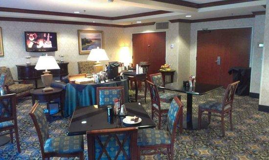 Hilton San Diego/Del Mar: club lounge