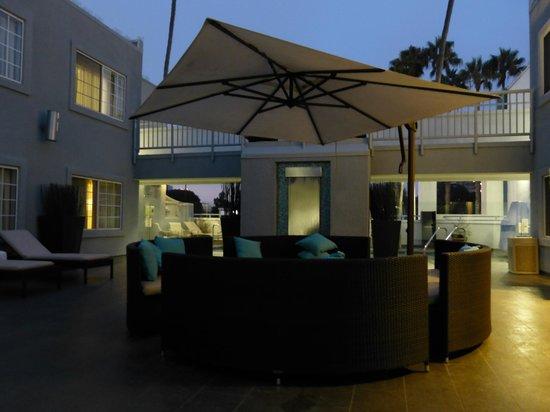The Kinney: Espace détente patio