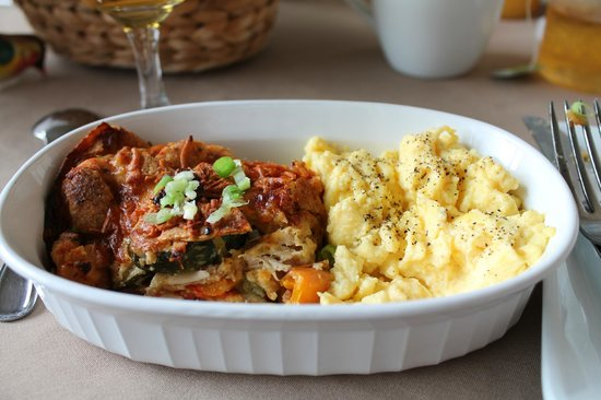 Red Rock Inn Bed and Breakfast Cottages : Breakfast chilaquiles