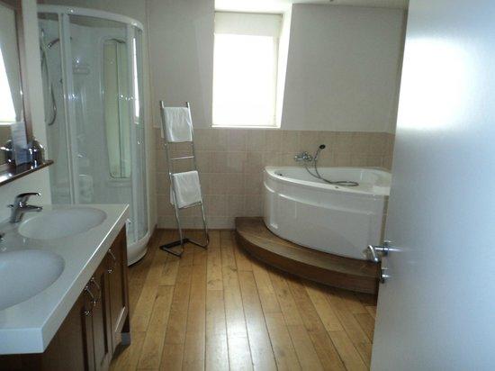 Villa des Raisins : salle de bains nuits saint georges