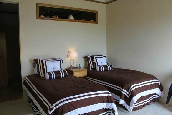 G&G's Clearwater Paradise: We have 3 double rooms with 2 twin beds