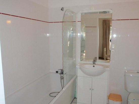 Nemea Residence Les Sables Vignier Saint Georges d'Oleron : Salle de bains/douche