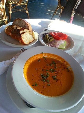 La Buvette: Bread, soup and fresh veggies to start