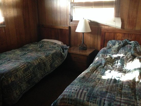 Punderson Manor Lodge and Conference Center: Room with Twin Beds
