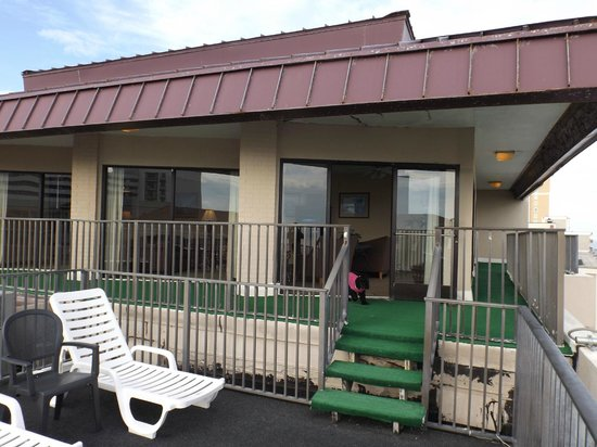 Econo Lodge Inn & Suites Beach: Outside of penthouse