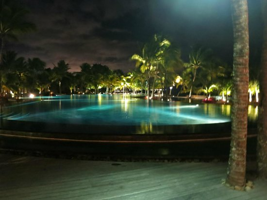 Trou aux Biches Beachcomber Golf Resort & Spa : who leaves the hotel at night..