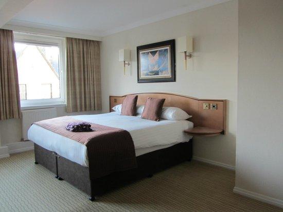 Mercure Inverness Hotel: huge bed