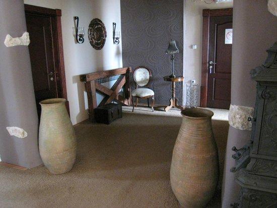 Stasea Apartments: entry hallway