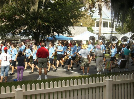 Spencer House Inn Bed and Breakfast: parade passing by