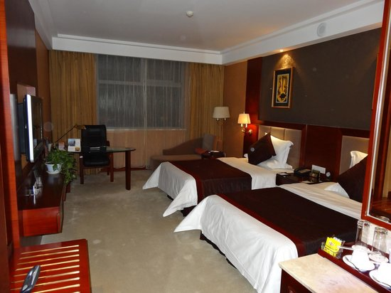 Kaifu Jianguo Hotel: an example of room (other view)