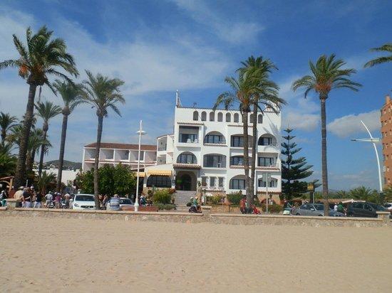 Hosteria del Mar: Вид на отель с пляжа