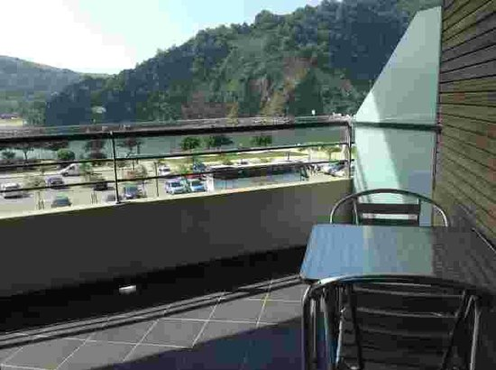 Aisia Orio: Ask for room with view to parking lot side
