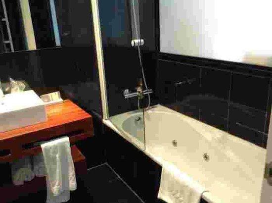 Aisia Orio: Good size bathroom