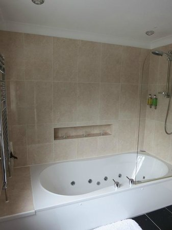 Summerfields House: Bathroom