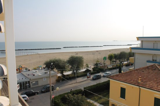 Ambienthotels Panoramic: Blick vom Balkon auf Strand