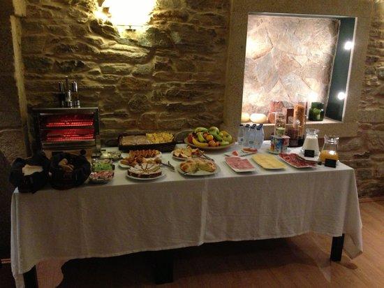 Hotel Alda Algalia: Mesa con alimentos necesarios para comenzar el dia con buen pie!!! Gran calidad de los productos