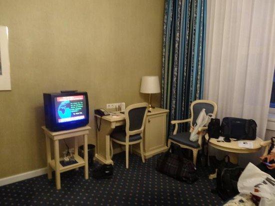 Hotel de France : Interior do Quarto - TV de tubo