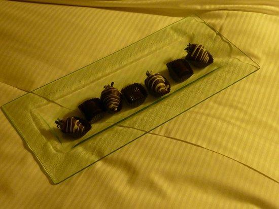 Hotel Bonaventure Montreal: Chocolates as welcome amenity