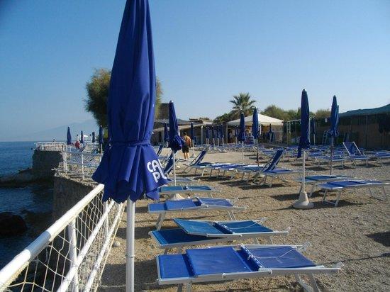 Massa Lubrense, Italia: Solarium dello stabilimento balneare a Cala di Puolo