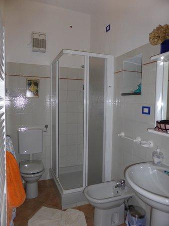 Maria Capellini Rooms: shower