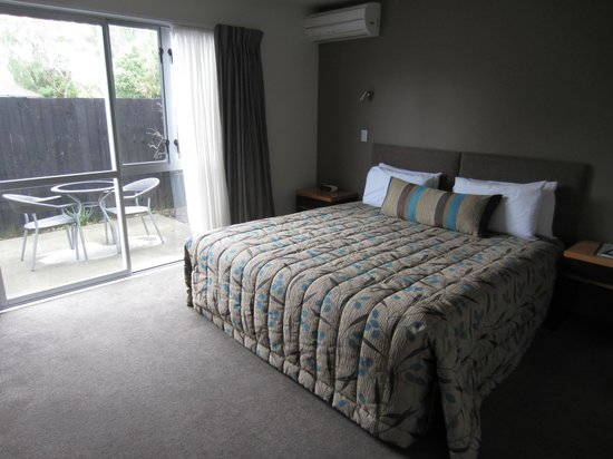 FYFFE on Riccarton Motor Lodge: Comfortable room