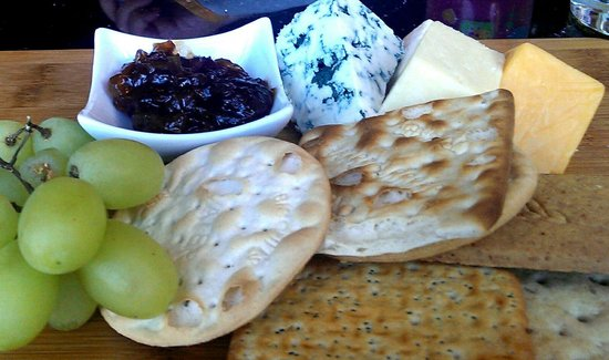 Cucina Cafe Bar & Restaurant: Cheese & Biscuits