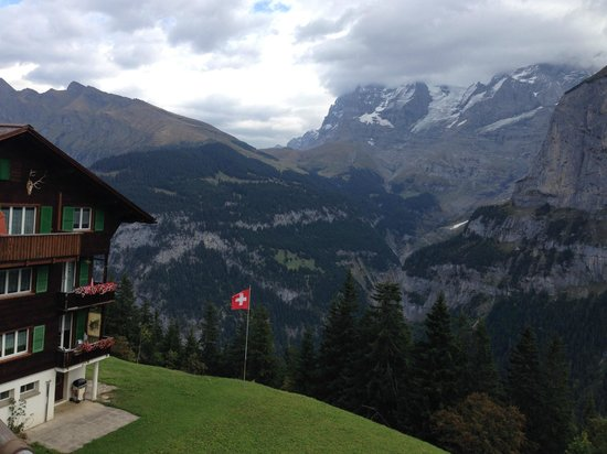 Hotel Eiger: Walkin' around town