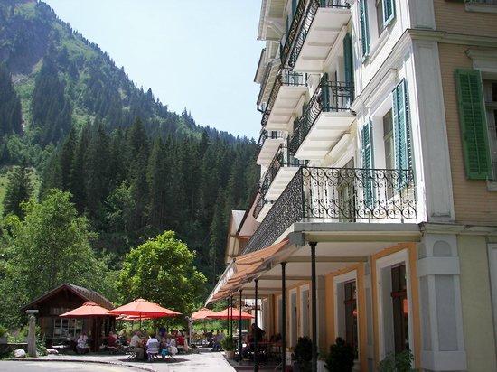 Rosenlaui Hotel: Enjoy lunch on the terrace!