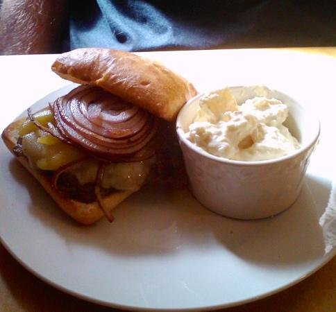 The Riffle Cafe: Great burger