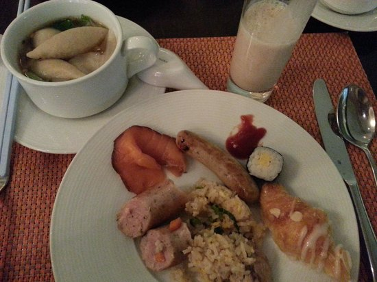 Pullman Bangkok Grande Sukhumvit: Spolit for choice - Kway Teow Soup with fish cake, smoked salmon, fried rice, turkey, croissant