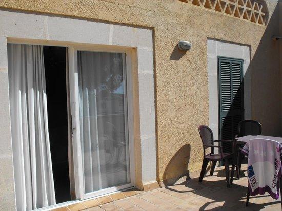 Club Santa Ponsa : Spacious sun-drenched patio